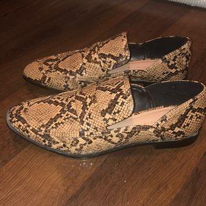 Snake skin loafer